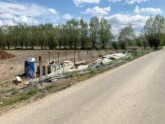 Nelle campagne tra Bra e Pollenzo buche e rifiuti la fanno da padroni 15