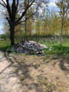 Nelle campagne tra Bra e Pollenzo buche e rifiuti la fanno da padroni 20