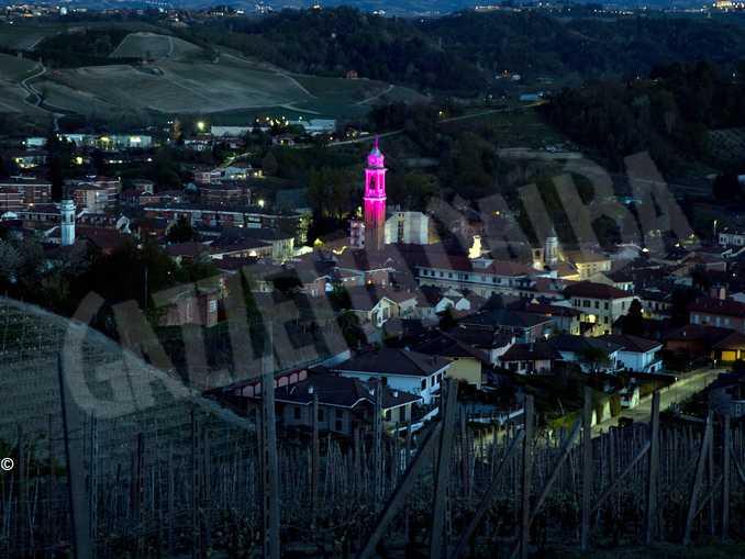 canale campanile illuminato