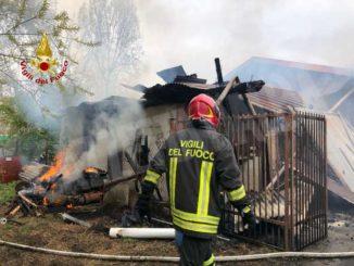 Incendio distrugge un capanno in frazione Madonna delle Grazie a Cuneo
