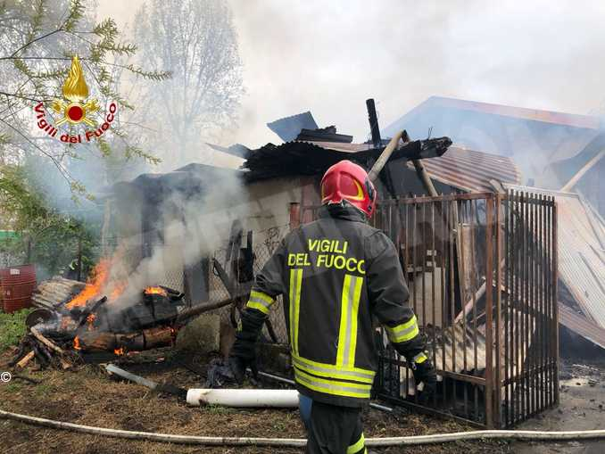capanno in fiamme Cuneo