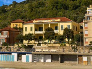 La casa dalle cui stanze si sente il rumore del mare: una narrazione di speranza sociale