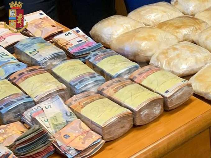 Nascondeva nell'appartamento due milioni di euro in cocaina