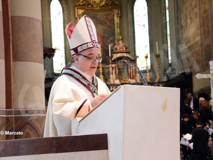 Gli auguri del vescovo Brunetti:  «Il Risorto ci guidi  dalle tenebre della pandemia alla luce di Pasqua»