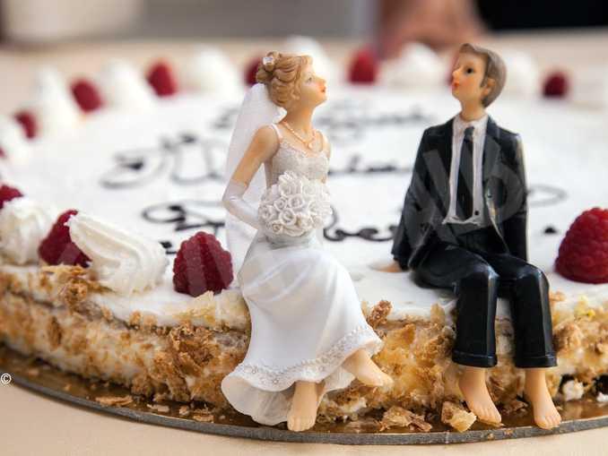matrimonio sposi torta