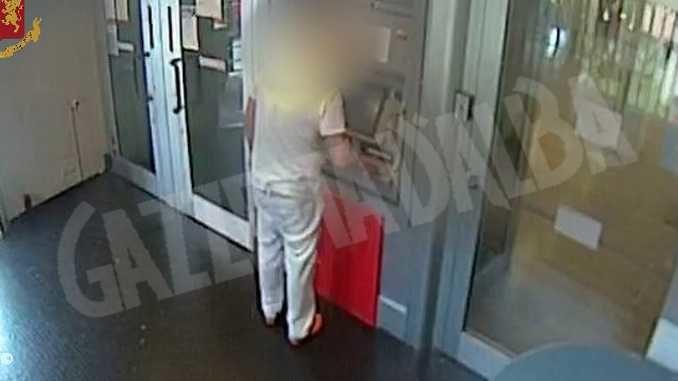 Rubava soldi dal conto corrente di un'anziana in casa di riposo: denunciato