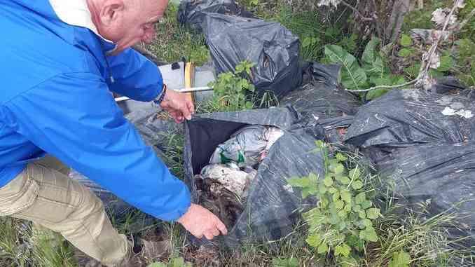 I rifiuti al lago San Biagio di Alba 4