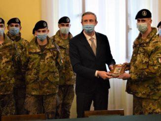 """Gli ufficiali della Scuola di applicazione dell'esercito in visita al sacrario della caserma  """"Cesare Battisti"""""""
