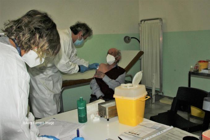 """Monchiero aderisce al progetto """"Mercoledì vaccinale – con punto mobile periferico"""" dell'Asl Cn2 (FOTO e VIDEO-INTREVISTE) 11"""