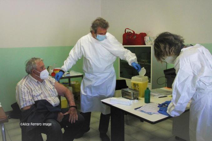 """Monchiero aderisce al progetto """"Mercoledì vaccinale – con punto mobile periferico"""" dell'Asl Cn2 (FOTO e VIDEO-INTREVISTE) 13"""