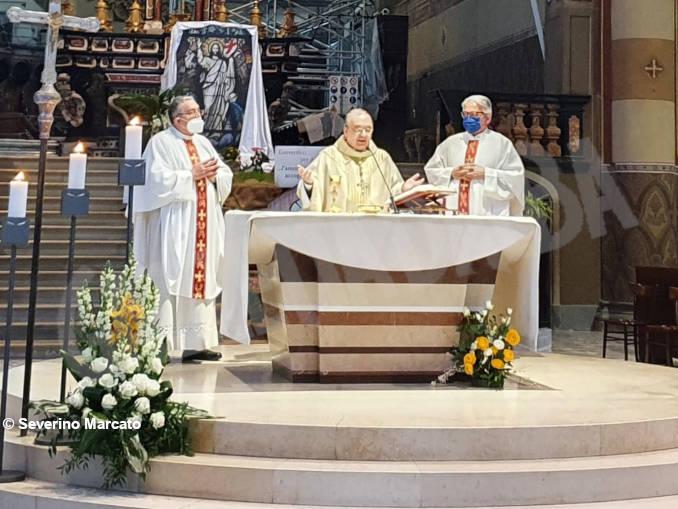 vescovo messa