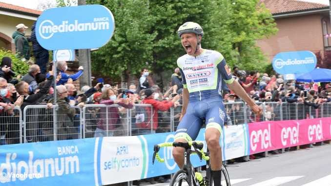 Taco Van Der Hoorn vince la tappa 3 del Giro d'Italia, Filippo Ganna ancora in Maglia Rosa 6
