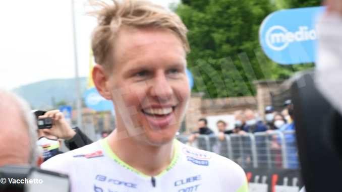Taco Van Der Hoorn vince la tappa 3 del Giro d'Italia, Filippo Ganna ancora in Maglia Rosa 7