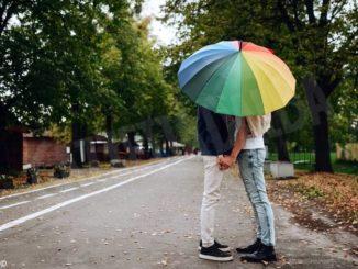 Un legame antico e due ombrelli: storia di straordinaria normalità