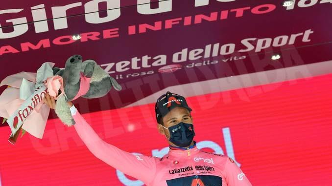 Ganna è la prima maglia rosa del Giro d'Italia. Trentesimo posto per Sobrero