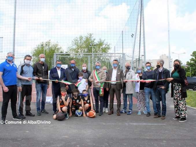 Aprono i campi di beach volley e basket al centro H-zone di Alba