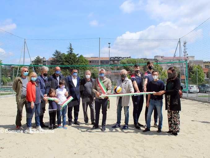 Aprono i campi di beach volley e basket al centro H-zone di Alba 2
