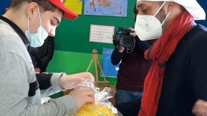 Max Laudadio di Striscia la Notizia in visita ai ragazzi speciali di Angeli di Ninfa