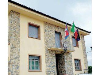 Il Municipio di Roddino è stato abbellito con la pietra di Langa 1
