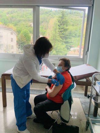 Grandi numeri per l'hub vaccinale alla Casa della salute di Cortemilia