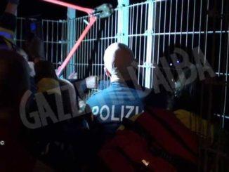 Tenta di lanciarsi nel vuoto dal viadotto Soleri: salvato dai poliziotti
