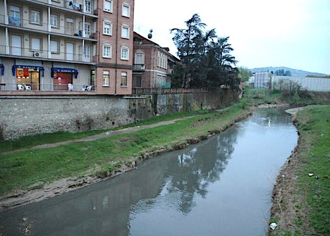 Le acque del Belbo sono tornate a sporcarsi
