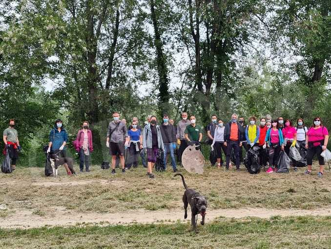 Volontari in campo per pulire i sentieri di Alba. Decine i sacchetti di immondizia raccolti 2