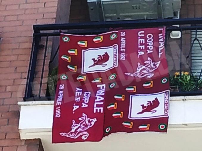bandiera granata su tutti i balconi braidesi
