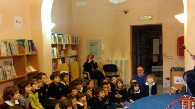 Riparte la rassegna di favole Il baule volante alla biblioteca di Santo Stefano