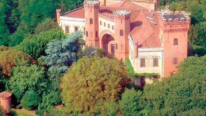 Il castello di Baldissero, luogo di arte e musica, è in vendita