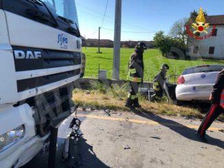 Frontale sulla provinciale per Marene: muore un automobilista