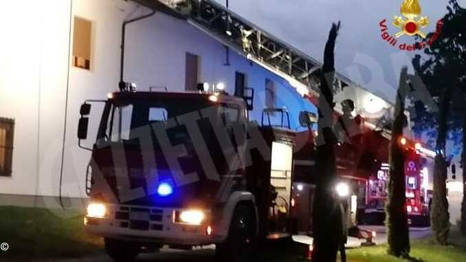 Canna fumaria in fiamme: due ore di lavoro per i Vigili del fuoco