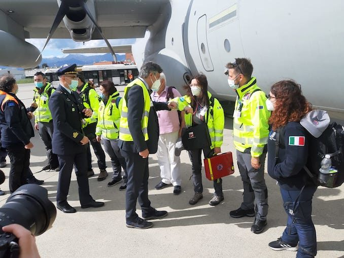 Partita dall'aeroporto di Torino la missione italiana che fornirà ossigeno all'India 1