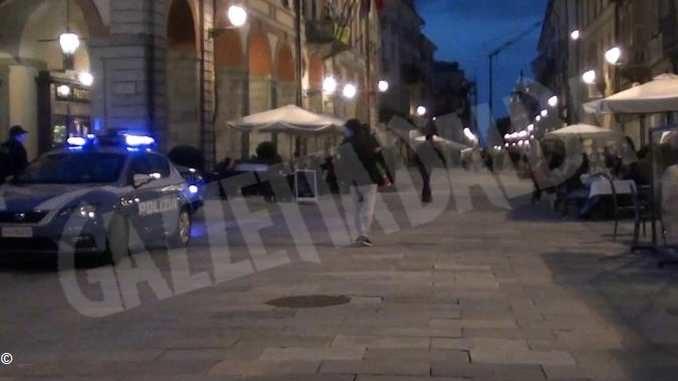 Dieci giovani multati dalla Polizia, sabato sera in piazza Galimberti