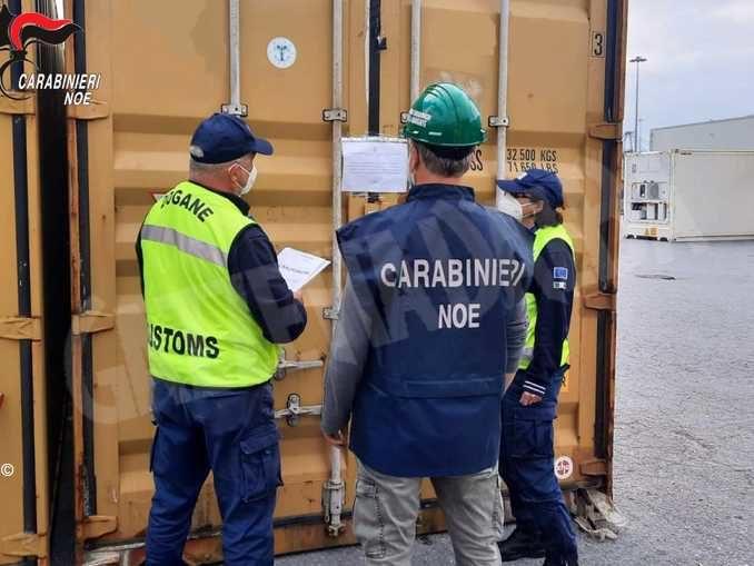 Sequestrati al porto di Genova 16 container di rifiuti partiti da Pocapaglia e diretti in Turchia