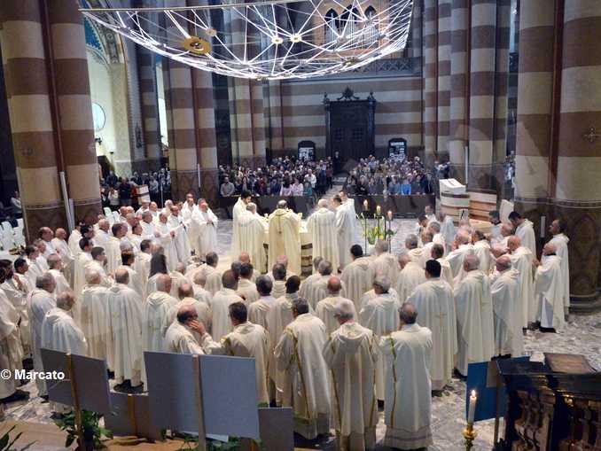 Alba celebrazione con tutti i sacerdoti2