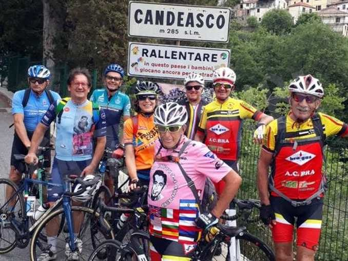 Pellegrini in bici alla tomba del braidese Silvano Melissano 2