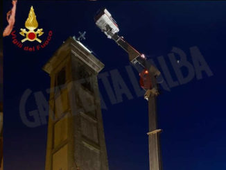 Il nubifragio di ieri piega la croce sul campanile di Calliano 1