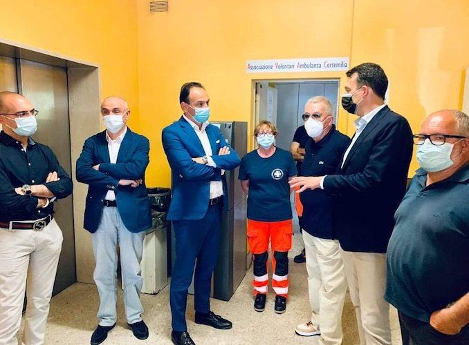 Cirio in visita all'hub vaccinale di Cortemilia