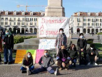 A Cuneo flash-mob degli studenti con il comitato Scuole aperte