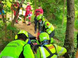 Val Sangone: il Soccorso Alpino interviene per recuperare un ciclista caduto in una scarpata