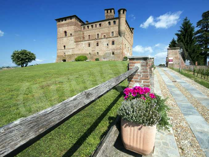 Grinzane Castello panorama