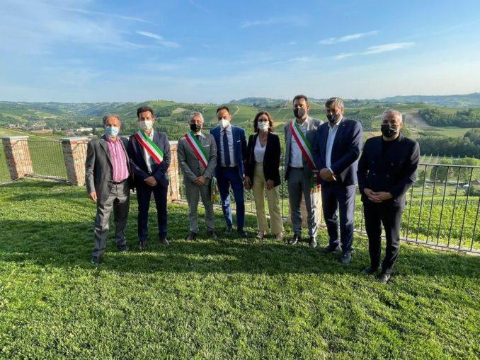 Alba: il sindaco Carlo Bo, insieme ai primi cittadini di Langhe e Roero, ha incontrato al castello di Grinzane Cavour il Ministro per gli Affari regionali e le Autonomie Mariastella Gelmini, ospite dell'assemblea annuale di Confindustria Cuneo 2