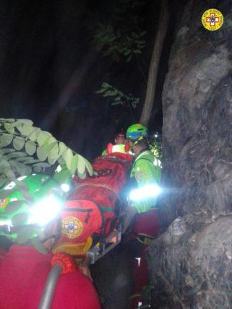 Cade sulle rocce e finisce nell'Orba, escursionista salvata nella notte a Molare 1