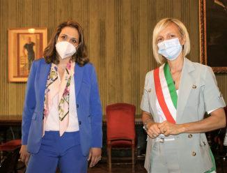 Alba: il vice ministro greco Vicky Loizou accolto in città 1