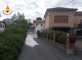 Fuga di gas da una tubatura danneggiata per l'urto di una vettura, intervengono i VVF di Asti 1