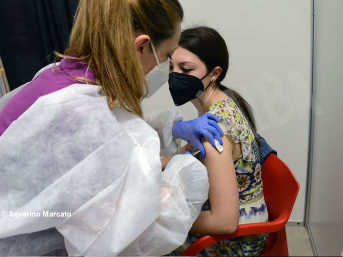 Proseguono le vaccinazioni anti Covid-19 all'Aca 7