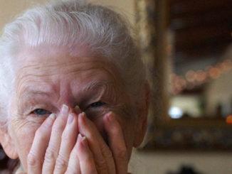 Dopo essersi fatti aprire la porta di casa, avevano derubato e picchiato un'anziana: fermati i tre responsabili