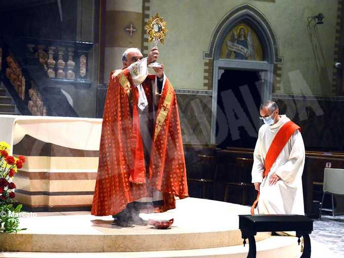 benedizione eucaristica monsignor marco brunetti