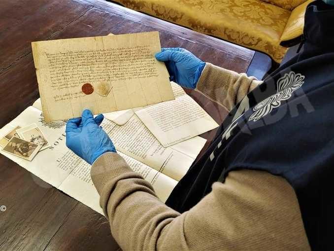 Ritrovati nell'archivio dei Battuti neri, a Bra,  documenti e lettere autografe dei Savoia